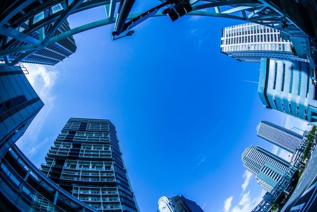 みなとみらいのビルと青空