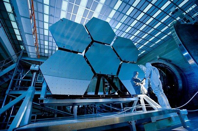 宇宙望遠鏡と開発者